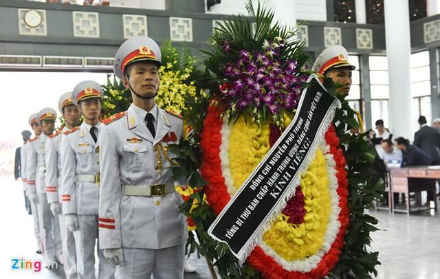 Tổng Bí thư Nguyễn Phú Trọng gửi vòng hoa kính viếng (ảnh: Tri Thức Trực Tuyến)