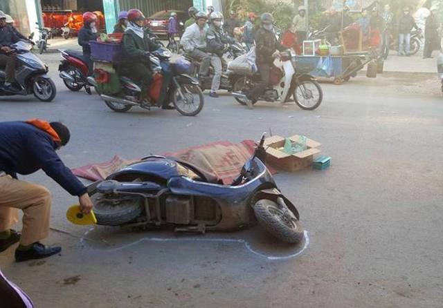 Ngã ra đường, người phụ nữ bị xe tải chèn tử vong
