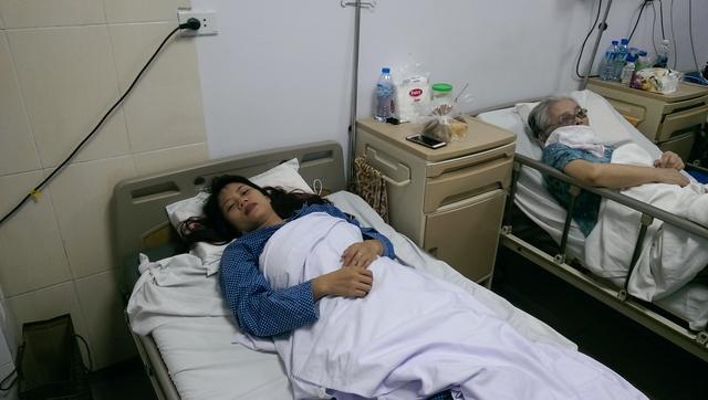 Hiện tại sức khỏe của chị Thanh đã ổn định, có thể ăn uống nhẹ. Ảnh: Đình Việt.