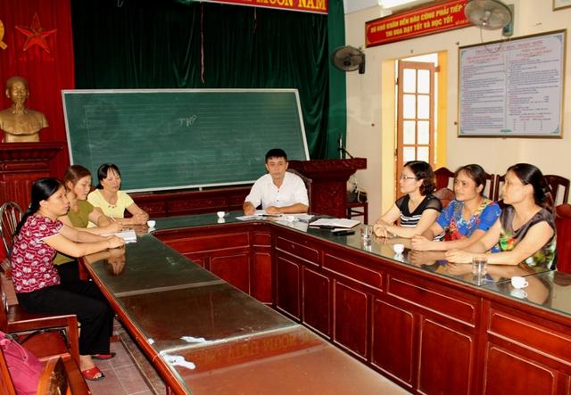 BGH và các tổ chức đoàn thể, tổ bộ môn trường tiểu học Ngọc Sơn trong buổi làm việc với PV Báo Gia đình & Xã hội. Ảnh: Đ.Tuỳ