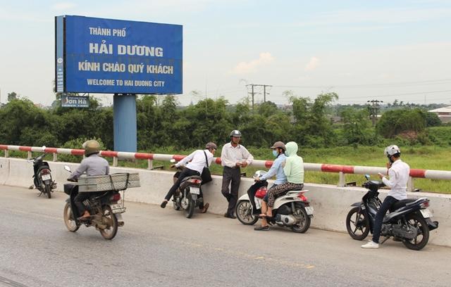 Vào 7h sáng nay, trên đường đi khám bệnh, đến đoạn cầu Lai Vu (huyện Kim Thành), anh Nam bất ngờ nhảy xuống sông tự tử.