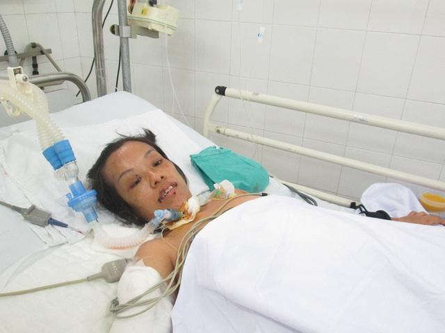 Cơ thể vốn đã ốm yếu nay lại càng suy nhược vì tai nạn oan nghiệt. Ảnh: Nông Thuyết
