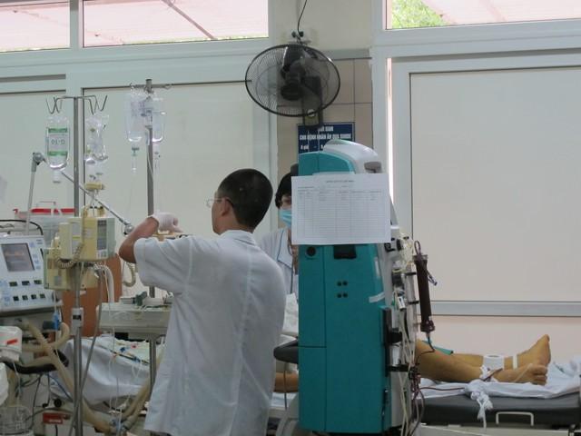 Hiện bệnh nhân bị hôn mê, tiên lượng rất nặng, sốt cao chưa xác định nguyên nhân, có thể nhiễm trùng.