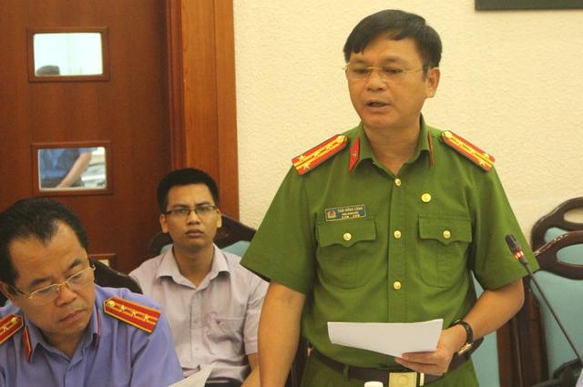 Đại tá Thái Hồng Công - Phó giám đốc Công an tỉnh Quảng Ninh thông tin sự việc. Ảnh: Đ.Tùy