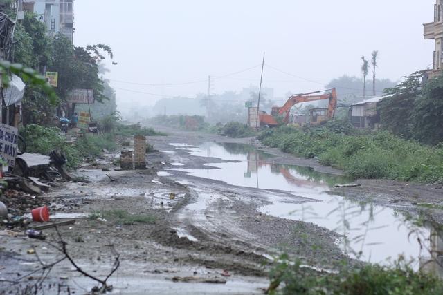 Có nhiều đoạn vì bị ngập nước nhiều nên biến thành bãi sình lầy.