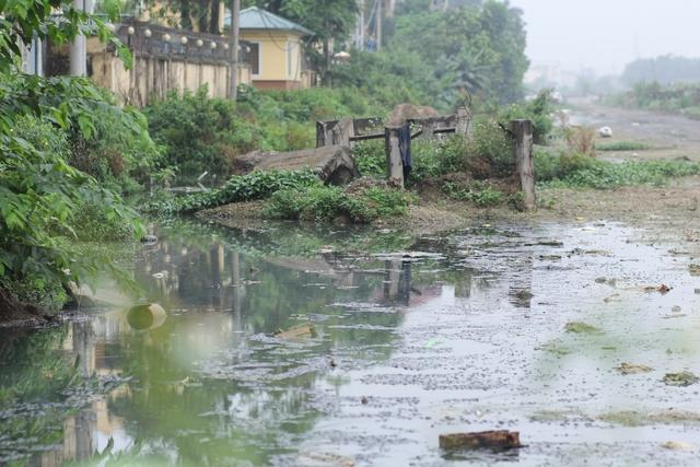 Theo tìm hiểu, đoạn nối với khu đô thị Nam Thăng Long, thuộc phường Cổ Nhuế 2 (quận Bắc Từ Liêm, Hà Nội) dài 1 km. Dự án được triển khai từ năm 2008 đến nay sau gần 10 năm thi công nhưng vẫn dậm chân tại chỗ.