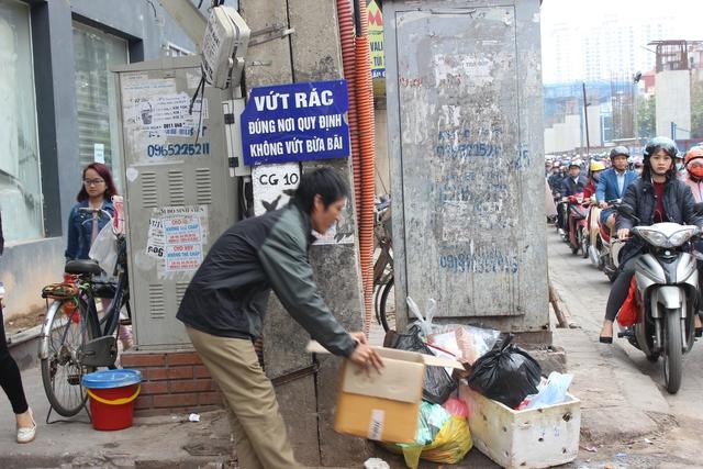 Đại diện quận Cầu Giấy (Hà Nội) cho biết, quận này sẽ lắp camera để xử phạt hành vi xả rác ra môi trường.