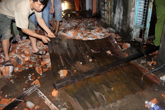 Ngôi nhà bị đổ sập hoàn toàn sau vụ cháy. Ảnh: T.T