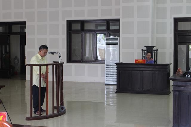 Bị cáo Nguyễn Lâm trước vành móng ngựa. Ảnh: T.T