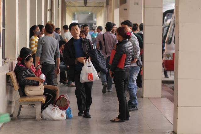 Tại các bến xe, tuyến đường của Thủ đô Hà Nội lượng phương tiện tăng cao do người dân trở lại sau kỳ nghỉ Tết. Tuy nhiên, tại BX Mỹ Đình, không khí không nhộn nhịp như những năm trước. Nguyên nhân được nhiều người cho là do việc luân chuyển luồng tuyến giữa các bến xe vừa diễn ra cuối năm 2016.