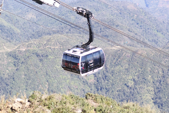 Chỉ cần ngồi cáp treo khoảng 20 phút là du khách đã có thể chinh phục được đỉnh Fansipan.