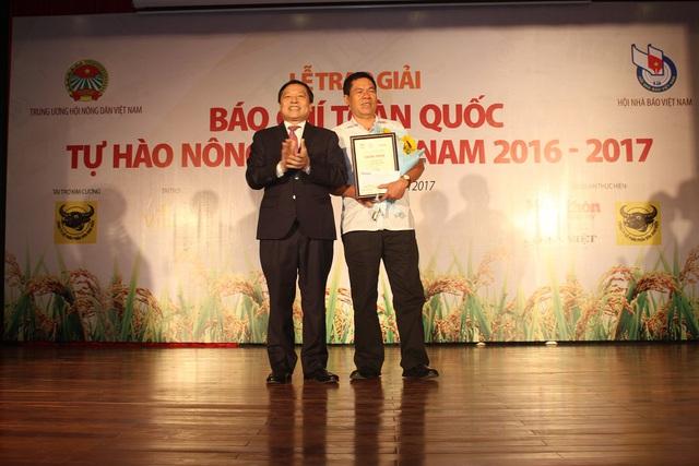 """Tác phẩm """"Đường làm giàu truân chuyên của vua lợn organic"""" của Nhà báo Lê Đức Sảo (bút danh Lê Thọ Bình)- Phó Tổng Biên tập Tạp chí Viettimes đạt giải nhất."""