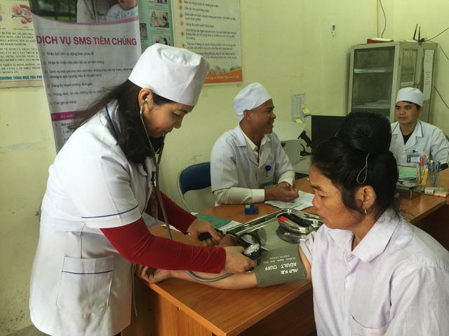 Khám sức khoẻ, quản lý bệnh mãn tính (tăng huyết áp, tiểu đường…) tại Trạm Y tế xã Mường Phăng, huyện Điện Biên, tỉnh Điện Biên. Ảnh: V.Thu