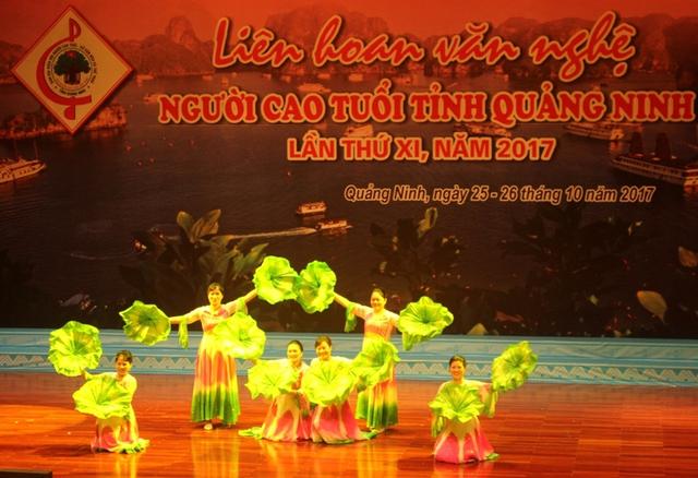 Liên hoan văn nghệ NCT tỉnh Quảng Ninh nằm trong Đề án chăm sóc sức khoẻ NCT trên địa bàn tỉnh giai đoạn 2017 – 2025 do Chi cục DS - KHHGĐ tỉnh là đơn vị chủ trì, phối hợp. Ảnh: Đ.Tùy