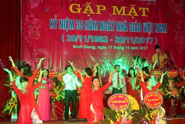 Tương lai của gần 1.200 giáo viên hợp đồng vượt biên chế của tỉnh Hải Dương trở lên mờ mịt. Ảnh: Đ.Tùy