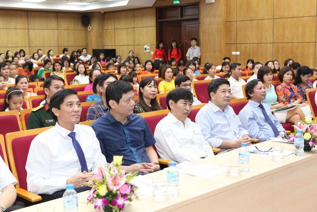Lãnh đạo Tổng cục Dân số - KHHGĐ, Sở Y tế Hà Nội, Chi cục DS-KHHGĐ Hà Nội và lãnh đạo Quận ủy, UBND quận Ba Đình tại Hội nghị biểu dương.