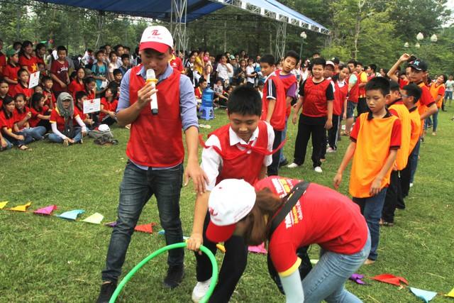 Sau đó các em được tham gia các trò chơi ý nghĩa tại Làng văn hoá các dân tộc Việt Nam.