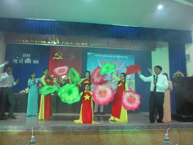 Văn nghệ chào mừng Ngày Dân số Việt Nam