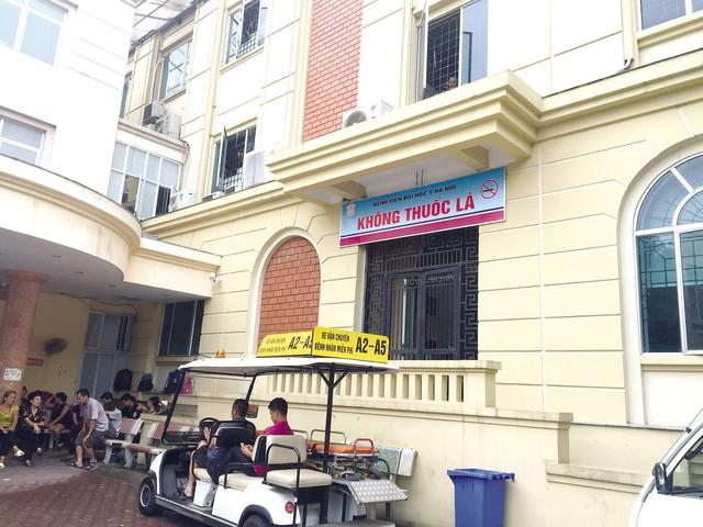 Nhiều cơ sở y tế tại Hà Nội tích cực tuyên truyền tác hại của thuốc lá.     Ảnh: Q.A