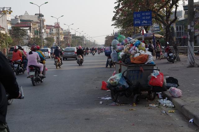 Hình ảnh không đẹp trên đường Giải Phóng. Ảnh:H.Phương