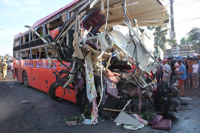 Hiện trường vụ tai nạn khiến 2 xe hư hỏng hoàn toàn
