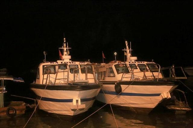 Hai tàu Ka Long 56 và 86 về tới bến Cái Rồng lúc 19 giờ đêm qua 1/5. Ảnh: (Bạn đọc cung cấp)