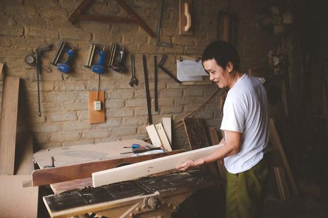 Bộ ảnh Bố tôi là thợ mộc đang gây sốt trên mạng xã hội. Ảnh: T.Minh