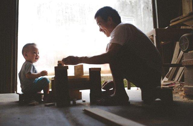 Dù bố mẹ chị có làm nghề gì trong xã hội thì trong trái tim của chị và người em trai luôn trân trọng, nâng niu