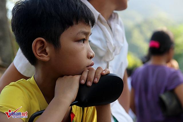 Con trai Đinh Công Tuấn lặng lẽ khi biết tin cha gặp nạn