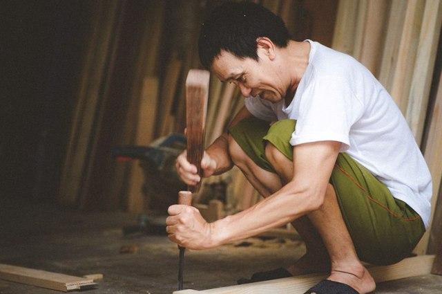 Theo chị Linh cho hay, nghề mộc mà bố chị đang làm là kế tục từ thời cụ nội để lại