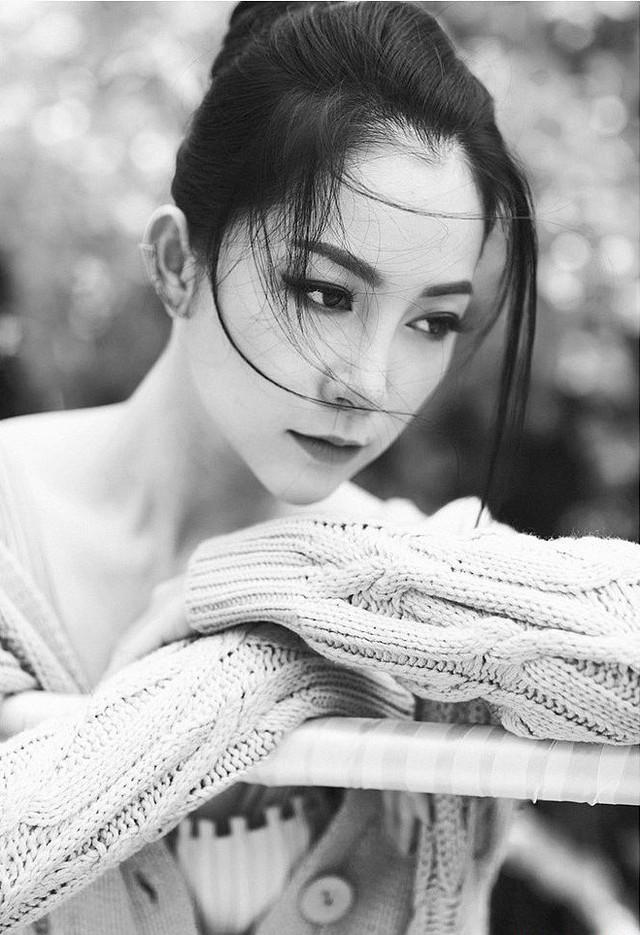 Kết thúc cuộc hôn nhân kéo dài 4 năm, người đẹp trở thành bà mẹ đơn thân bên con gái nhỏ. Cô đã từng chia sẻ rằng bản thân cảm thấy bình yên và hạnh phúc với cuộc sống hiện tại.