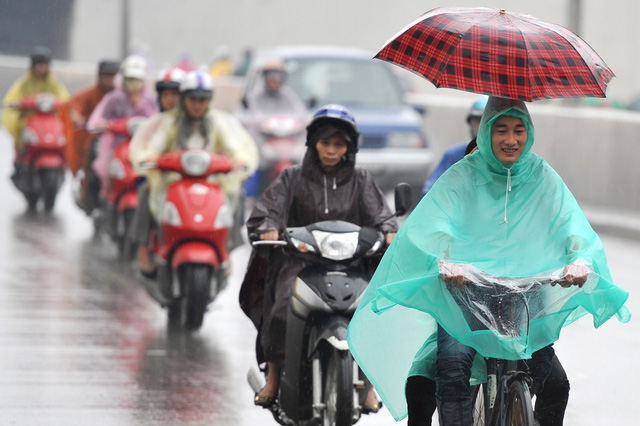 Trời mưa kèm không khí lạnh yếu kéo nền nhiệt miền Bắc giảm mạnh giữa tháng 5. Hình minh họa