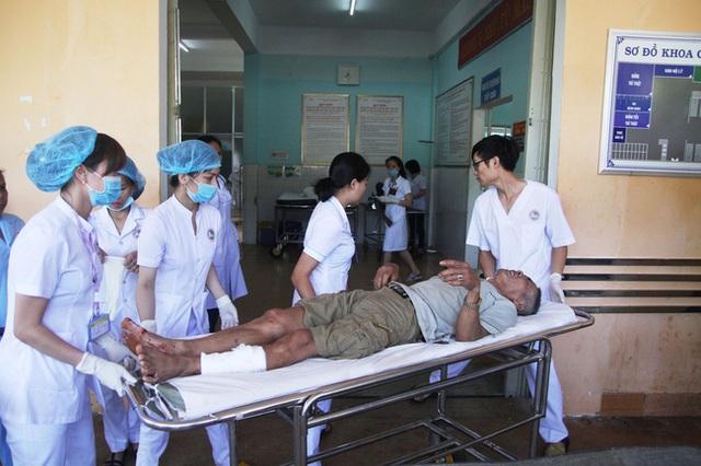 Các nạn nhân đang được tích cực cấp cứu và điều trị tại bệnh viện.