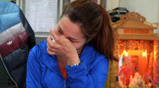 Được gia đình mẹ Hạnh nuôi nấng và yêu thương, chị Thu Trang càng xúc động và nóng lòng muốn tìm lại con gái đẻ cho mẹ và gia đình ruột thịt của mình. Ảnh: Vietnamnet