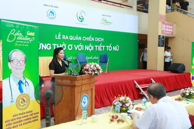 Bà Dương Thị Sáu - TGĐ Công ty TNHH Ích Nhân - Đại diện nhãn hàng Bảo Xuân - Viên uống cân bằng nội tiết tố nữ phát biểu tại lễ phát động.