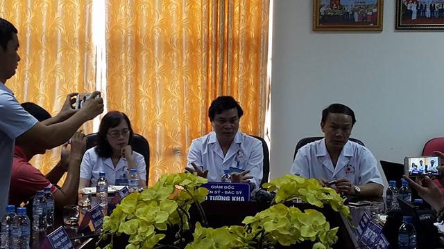 Lãnh đạo Bệnh viện Thể thao Việt Nam thông tin về vụ việc. Ảnh: X.Thắng