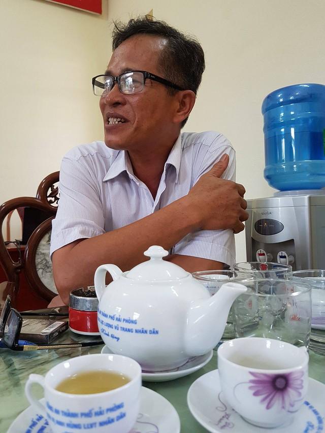 Ông Nguyễn Hữu Đạt - Hiệu trưởng nhà trường khẳng định thông tin hôm nay mới là sự thật. Ảnh: ML