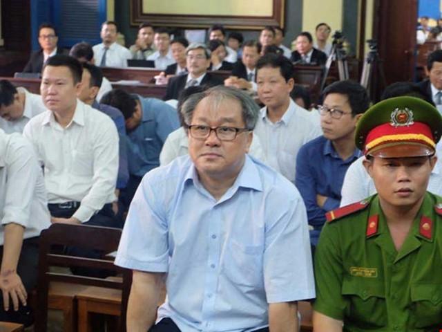 Phạm Công Danh phải trả lời về các sai phạm tại VNCB trước tòa.