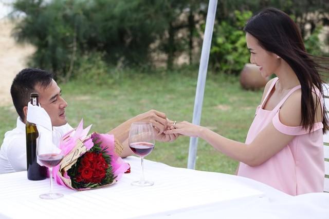 Lương Thế Thành và Anh Thư trong vai vợ chồng. Ảnh: ĐPCC.
