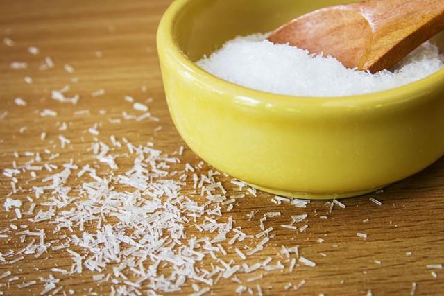 Bột ngọt (mì chính) là một loại gia vị được sử dụng ở nhiều quốc gia trên thế giới, nhằm mang lại vị umami (vị ngon, ngọt thịt) cho các món ăn.