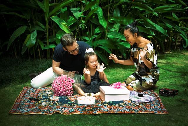Con gái Đoan Trang xinh xắn trong bộ ảnh mừng tuổi lên 3