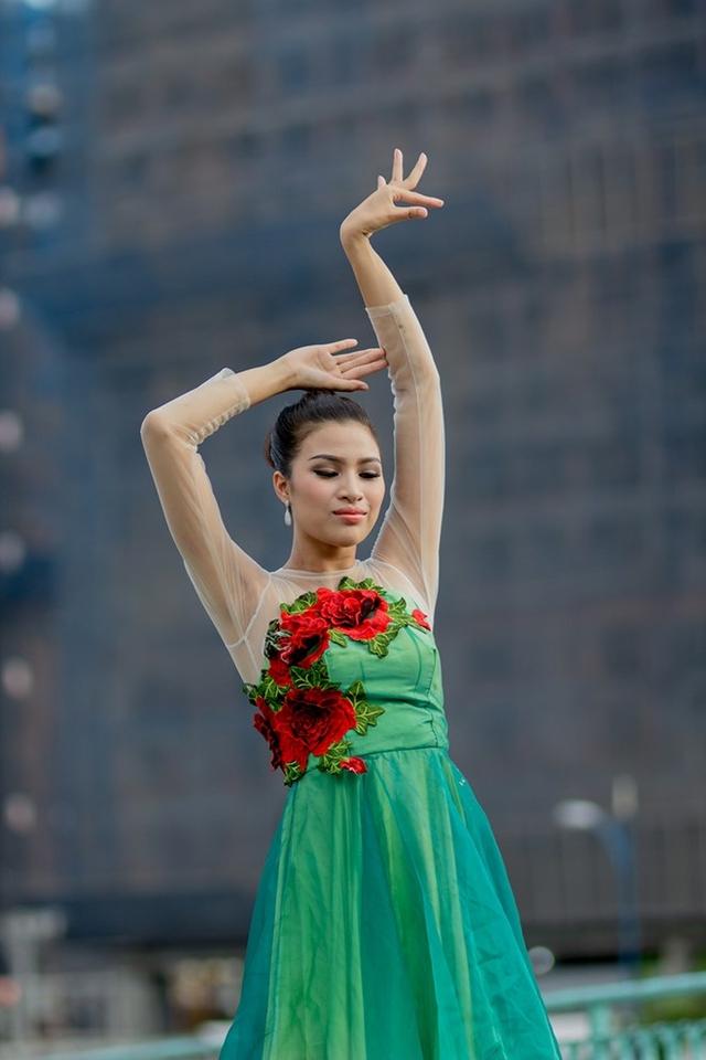 Phần thi tài năng của Nguyễn Thị Thành. Ảnh: NVCC.