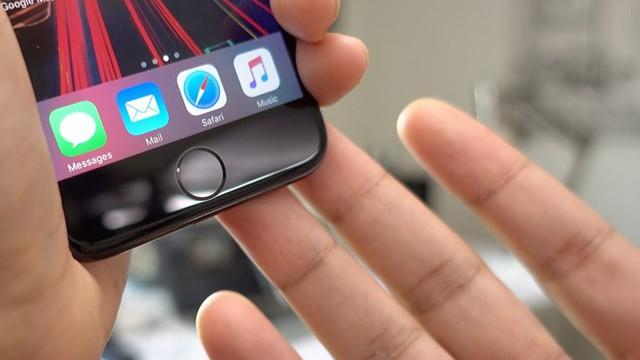 Tự sửa nút home có thể khiến những chiếc iPhone 7 bị hỏng. Ảnh: The Verge.