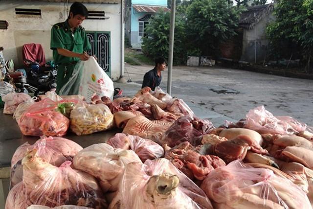 Thực phẩm bẩn có vi khuẩn, vi sinh vật gây bệnh, độc tố nấm, độc tố vi khuẩn. Ảnh: Hà Hương.
