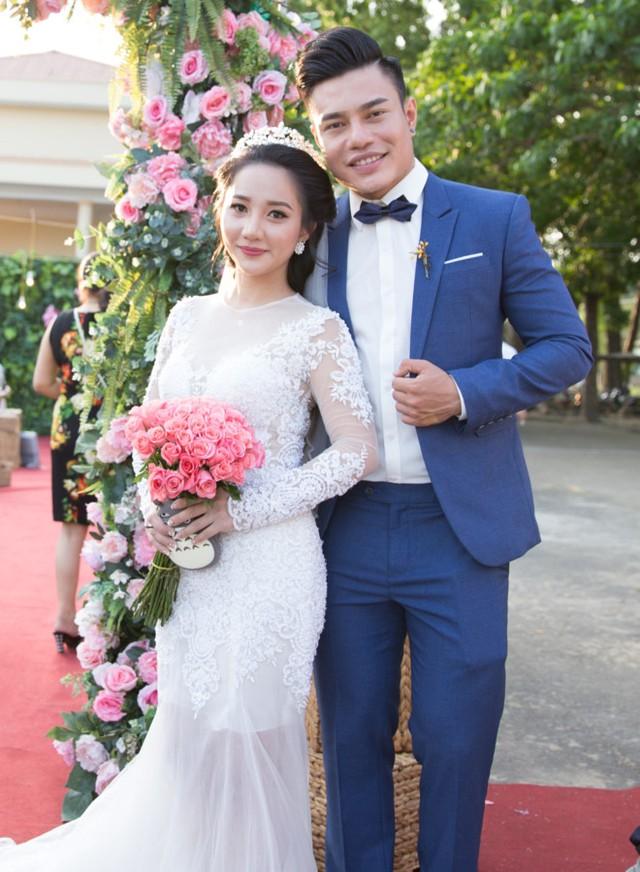 Bảo Lâm và bà xã rạng ngời trong lễ cưới. Ảnh: Quang Trần.