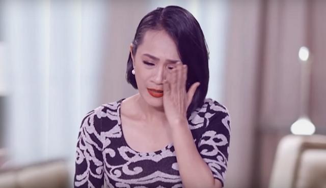 Lệ Thi bật khóc nức nở, xin lỗi Chế Linh trên sóng truyền hình