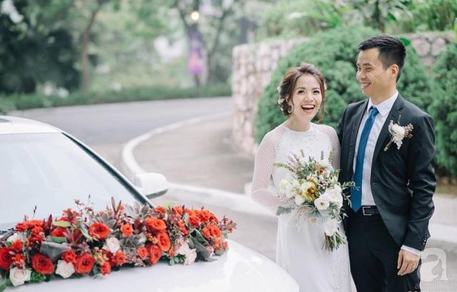 Cô dâu chú rể rạng rỡ trong ngày bình yên hạnh phúc của cuộc đời mình.