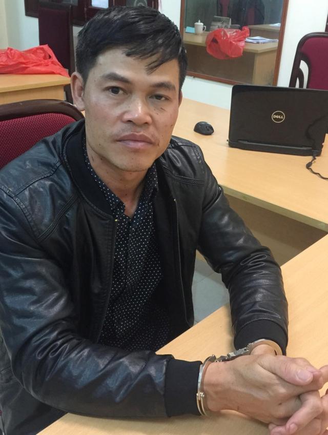 Quang bị nhiều thương tích ở vùng mặt do nạn nhân cào cấu. Ảnh: V.Đ.