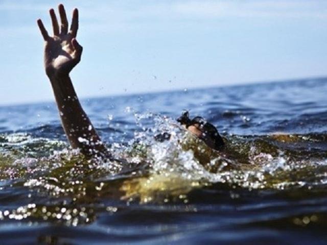 Theo đó, sự việc xảy ra vào khoảng 12 giờ 30 ngày 30/4, tại khu vực đầm Long Vân thuộc địa phận xã Hương Sơn. T. cùng một nhóm thanh niên 8 người gồm 6 nam, 2 nữ  rủ nhau đi phượt. Cả nhóm leo lên núi chơi rồi xuống khu vực đầm Vân Long ăn trưa. Đến 12 giờ 30, T. rủ vài người bạn xuống tắm. Tuy nhiên, xuống bơi được một đoạn thì nam thanh niên này bị đuối nước. Nhóm bạn của T. lao tới ứng cứu nhưng do nước quá sâu nên đành bất lực.
