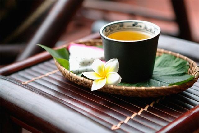 Nếu vừa ăn những thực phẩm này, bạn đừng bao giờ uống thêm trà kẻo ngộ độc, hại thận - Ảnh 1.